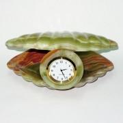 Kriauklė iš onikso su laikrodžiu