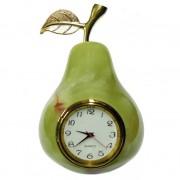 Kriaušė iš onikso su laikrodžiu
